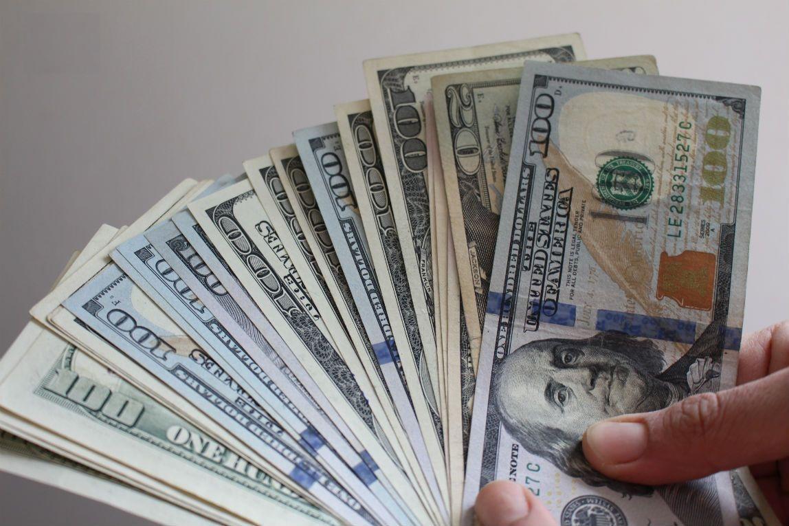 تحليلكيف يتأثر سعر الجنيه أمام الدولار بالبنوك حال تخفيض