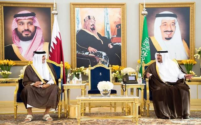 أمير منطقة الرياض بالنيابة خلال استقباله أمير دولة قطر للمشاركة في قمة مبادرة الشرق الأوسط الأخضر