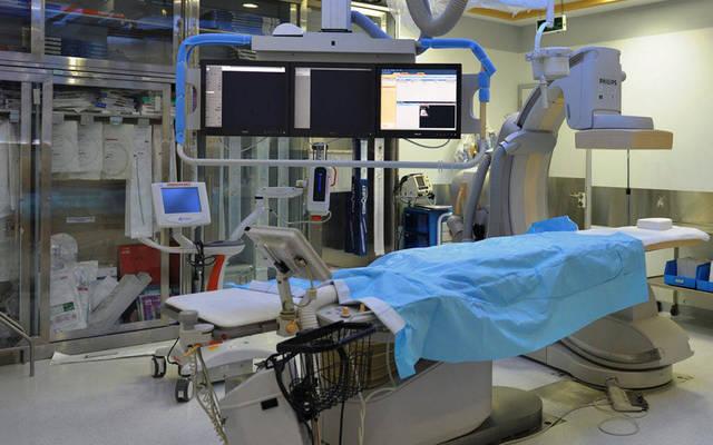 غرفة طبية مُجهزة بأحدث المعدات