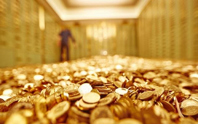 الذهب يتراجع عند التسوية مع قوة الدولار