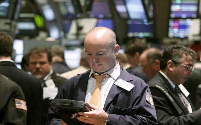 """""""داو جونز"""" يفقد 450 نقطة بالمستهل بعد قرارات الصين"""