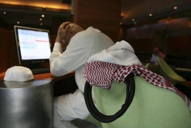 """أسواق الخليج تكتسي بالأحمر بعد ظهور """"كورونا"""" بالكويت والبحرين"""