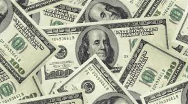 عثرت شرطة دبي في حوزة المتهم على مبلغ 200 ألف درهم حصيلة بيع 100 ألف دولار أمريكي مزيفة