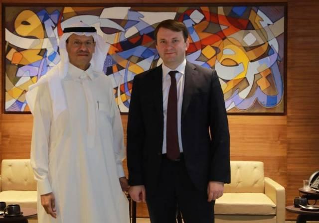 خلال لقاء وزير الطاقة السعودي مع وزير التنمية الاقتصادية الروسي