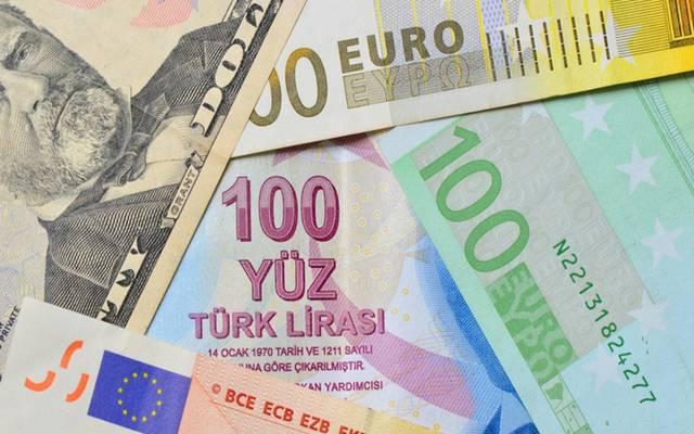 انهيار الليرة التركية يهيمن الأسواق