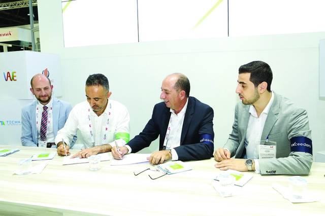 أحمد شاياتي، المؤسس والمدير العام لشركة إكسيدرز الإماراتية أثناء توقيع الاتفاقيات، الصورة من بيان الشركة