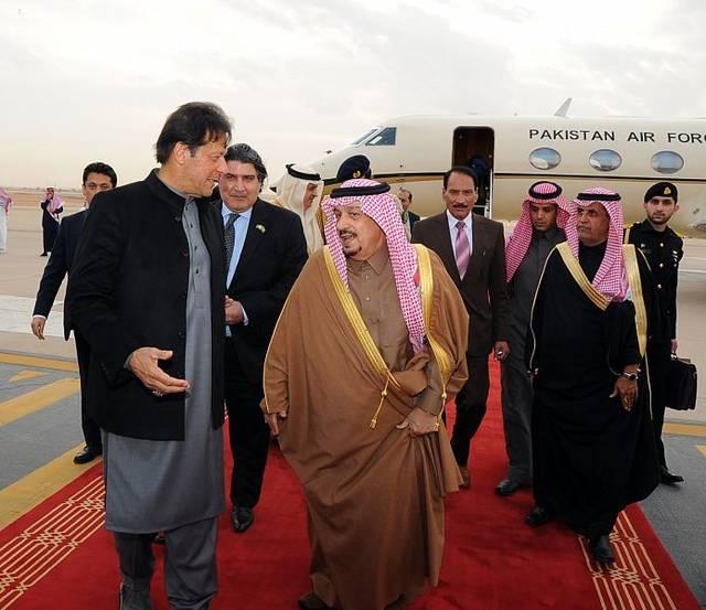 أمير الرياض يستقبل رئيس وزراء باكستان