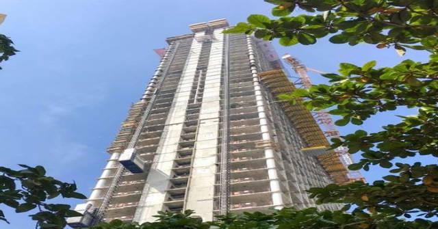 يرتفع البرج 240 متراً فوق سطح الجزيرة