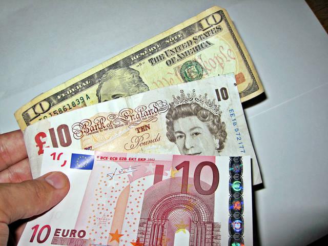 اليورو يوسع مكاسبه أمام الدولار ويرتفع بأكثر من 1%