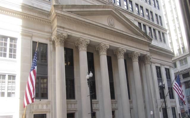 الفيدرالي يتوقع تثبيت معدل الفائدة لفترة وسط تحسن التوقعات الاقتصادية