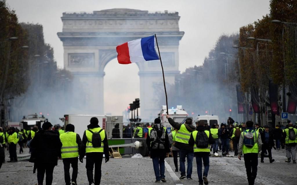 فرنسا تسجل أول انكماش بالنشاط الاقتصادي في عهد ماكرون