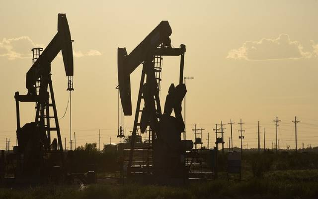 محدث.. النفط يهبط عند التسوية لكنه يسجل مكاسب أسبوعية