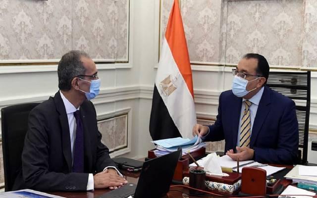 جانب من الاجتماع بين رئيس الوزراء وعمرو طلعت وزير الاتصالات وتكنولوجيا المعلومات