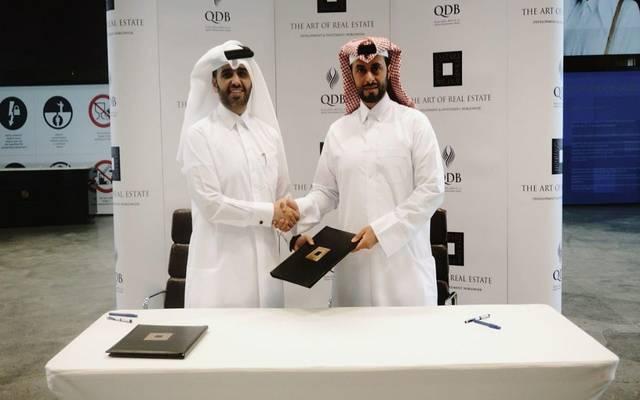 جانب من توقيع الاتفاقية بين الديار العقارية وبنك قطر للتنمية