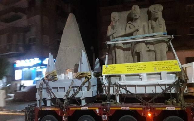 أعمال نقل القطع الأثرية من المحف المصري بالتحرير إلى المتحف الكبير ـ أرشيفية