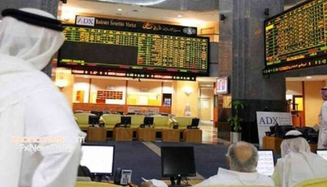 مستثمرون داخل مقر بورصة أبوظبي