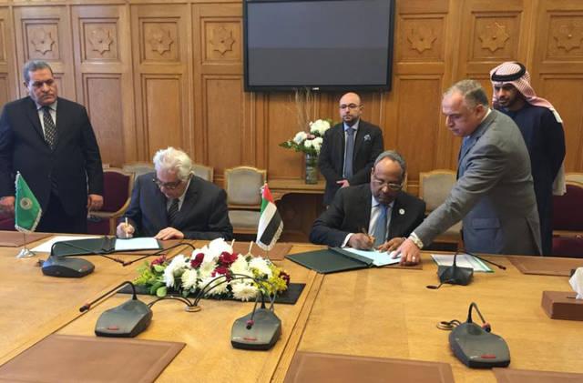 إلى اليمن من الصورة جمعة الجنيبي، سفير الإمارات لدى دولة مصر أثناء توقيع الاتفاقية بمقر جامعة الدول العربية- الصورة من المصدر