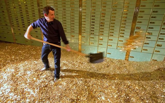 """جنون الديون الأمريكية قد يدفع الفيدرالي لاستخدام """"حيلة الذهب"""""""