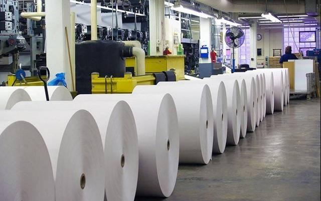 داخل أحد مصانع الصناعات الورقية