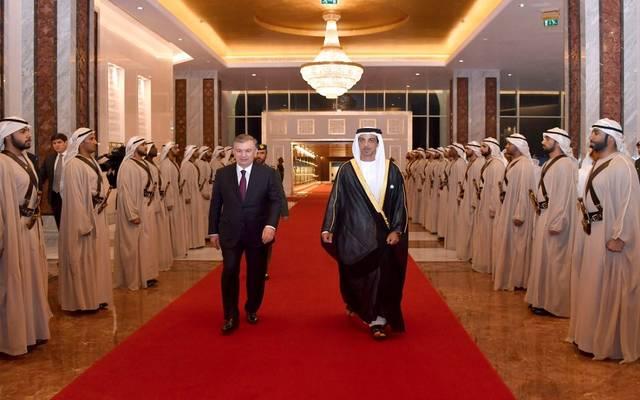 الشيخ منصور بن زايد يستقبل رئيس جمهورية أوزبكستان