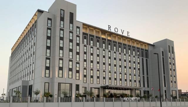 """مبنى فندق تابع لشركة """"روڤ للفنادق"""""""