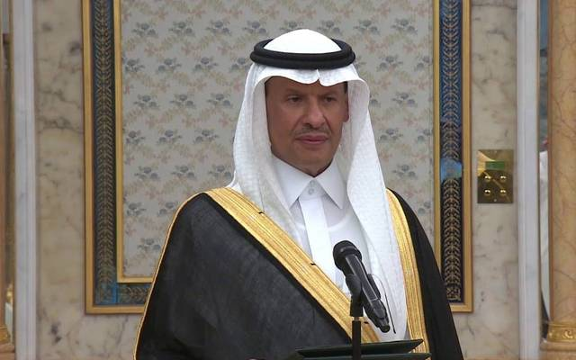 """صور.. وزير الطاقة السعودي يتفقد معامل """"أرامكو"""""""