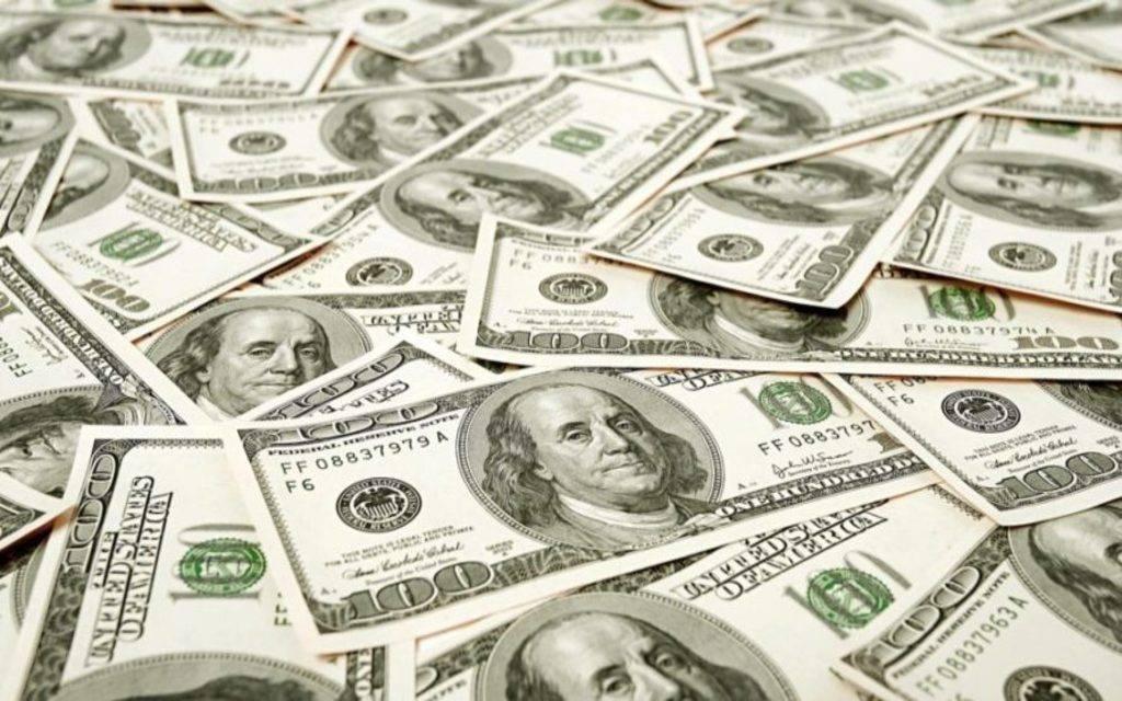 محدث.. الدولار الأمريكي يوسع مكاسبه مع خسائر اليورو والإسترليني