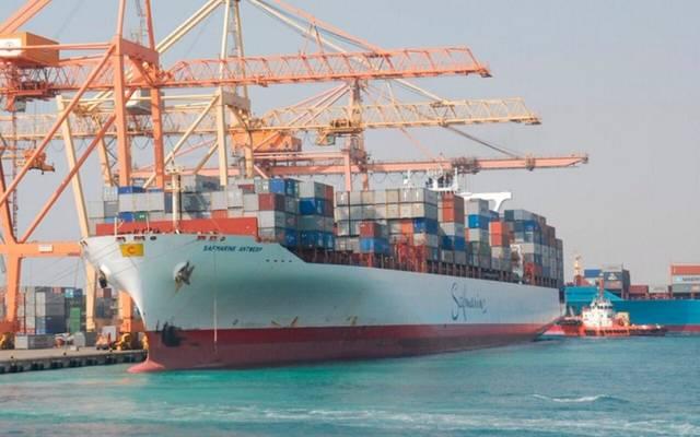 سفن تجارية في ميناء جدة الإسلامي