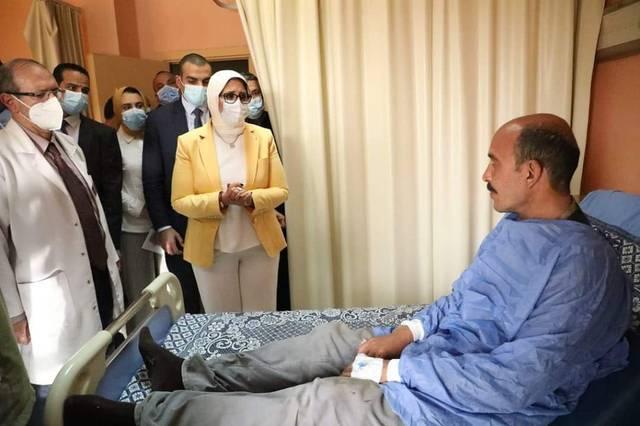 أثناء زيارة وزير الصحة للمصابين