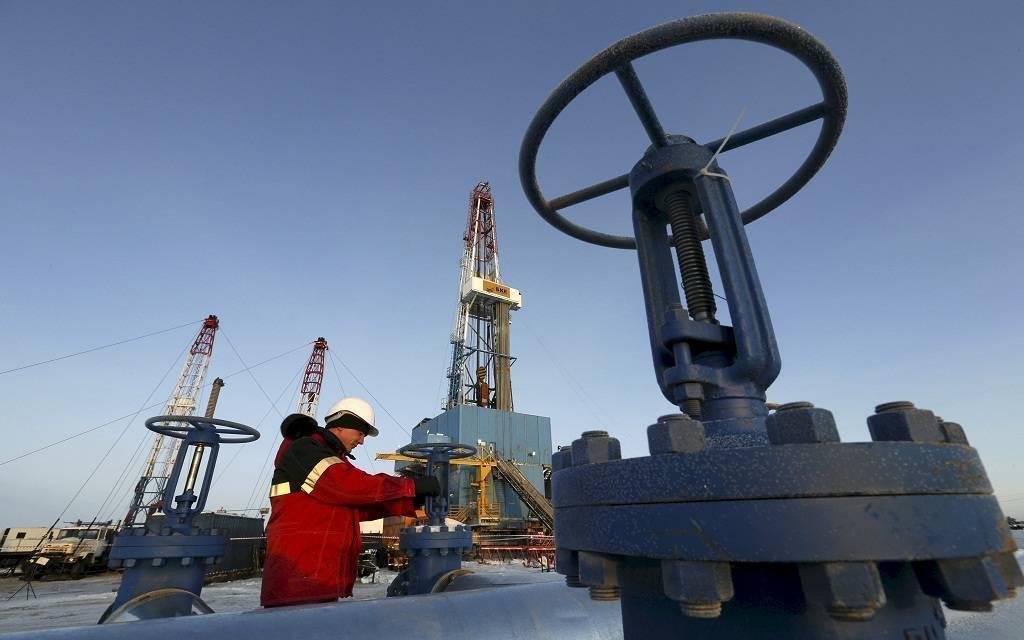 الشركات الأمريكية تغلق 10 منصات للتنقيب عن النفط