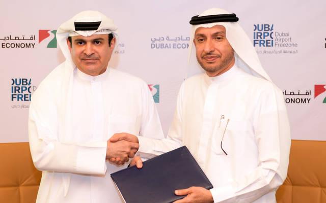 محمد الزرعوني مدير عام دافزا وسامي ضاعن القمزي مدير عام اقتصادية دبي