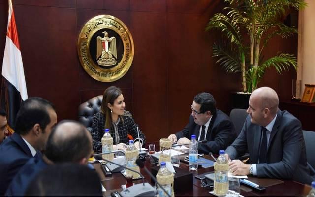 محسن عادل مع وزيرة الاستثمار المصرية