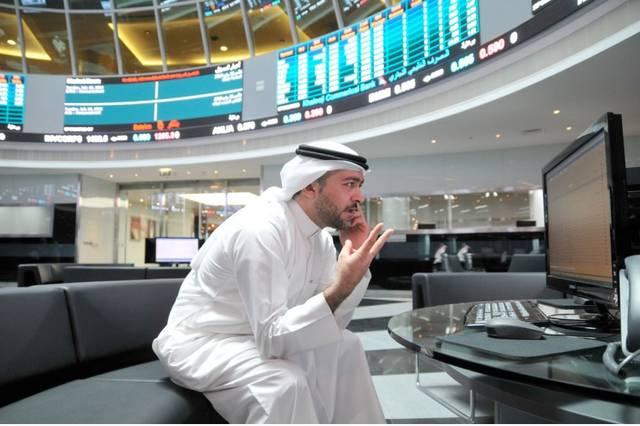 أحد المتعاملين في بورصة البحرين