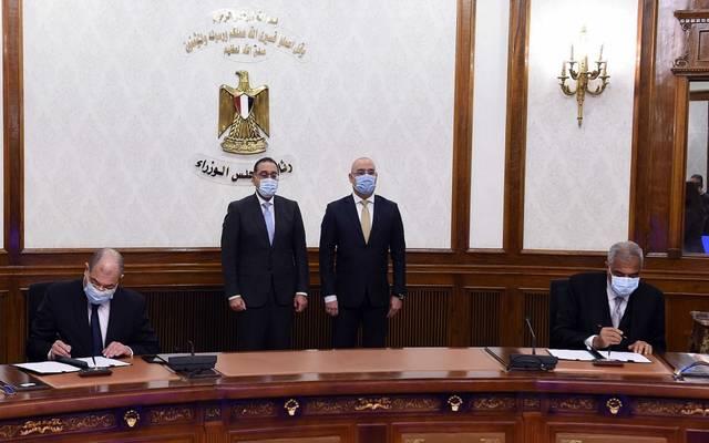 خلال مراسم توقيع عقد بين هيئة المجتمعات العمرانية، والشركة العربية للاستثمار العمراني