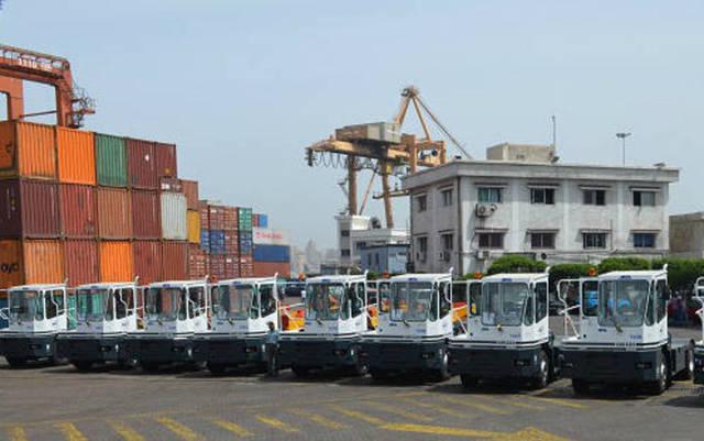 أوناش مملوكة للإسكندرية لتداول الحاويات