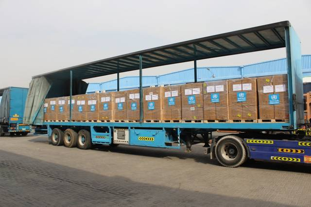 جانب من المساعدات الإماراتية المتجهة إلى لبنان