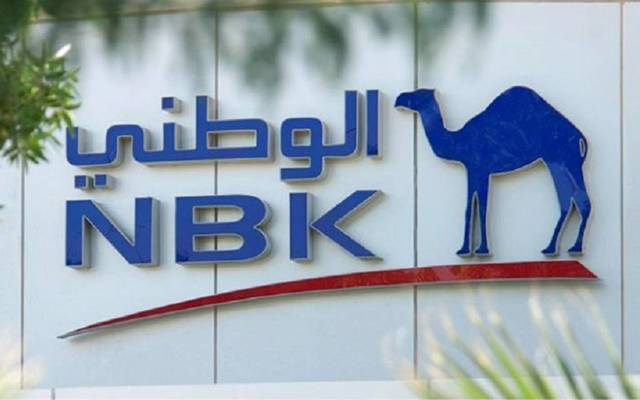 """شعار """"الوطني"""" على مقر البنك في الكويت"""