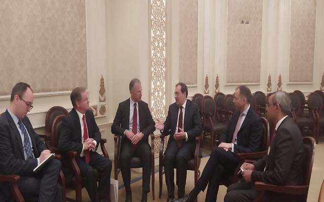 جانب من اجتماع وزير البترول المصري مع الجانب الأمريكي