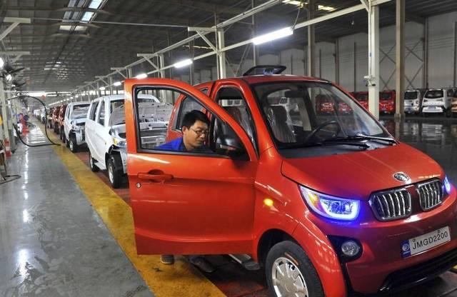 China's auto sales drop in July on economic slowdown
