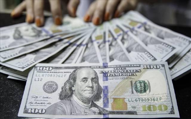 محدث.. الدولار الأمريكي يواصل هبوطه عالمياً بعد بيانات اقتصادية