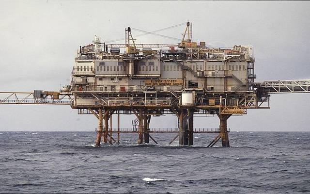 هبوط أسعار النفط بأكثر من 2% مع تخمة الإنتاج الأمريكي