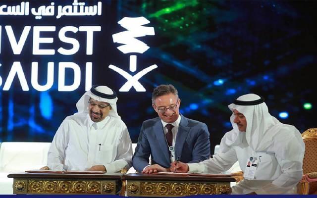 جانب من توقيع وزارة الطاقة السعودية لبعض اتفاقيات الاستثمار على هامش مبادرة مستقبل الاستثمار بالسعودية