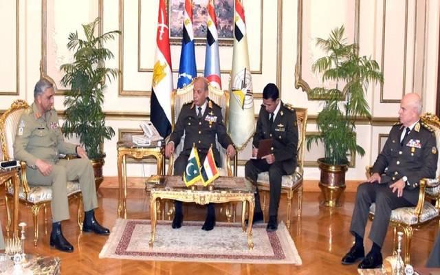 جانب من لقاء القائد العام للقوات المسلحة مع رئيس أركان الجيش الباكستاني