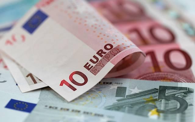 اليورو يتراجع أدنى 1.10 دولار مع ترقب اجتماع المركزي الأوروبي