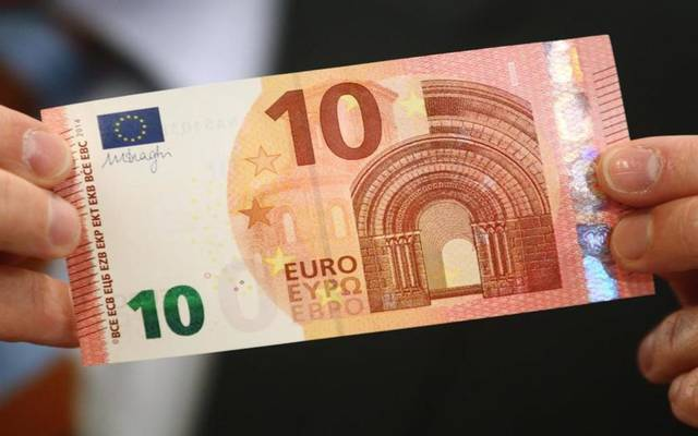 في يناير 2002 تم الاعتراف باليورو على أساس أنها عملة قانونية