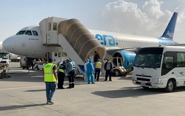 وصول الطائرة الكويتية للعائدين من طهران