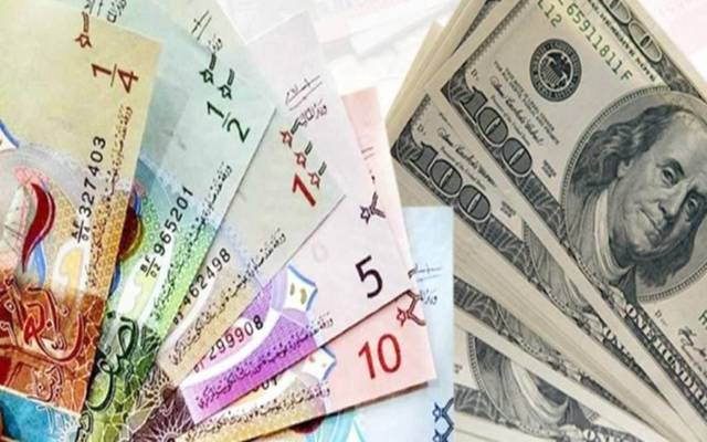 فئات من الدينار الكويتي والدولار الأمريكي
