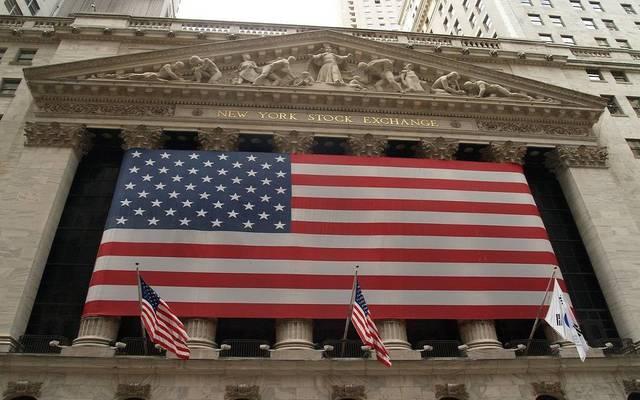 الأسهم الأمريكية تتراجع عند الإغلاق بالتزامن مع انخفاض حجم التداول