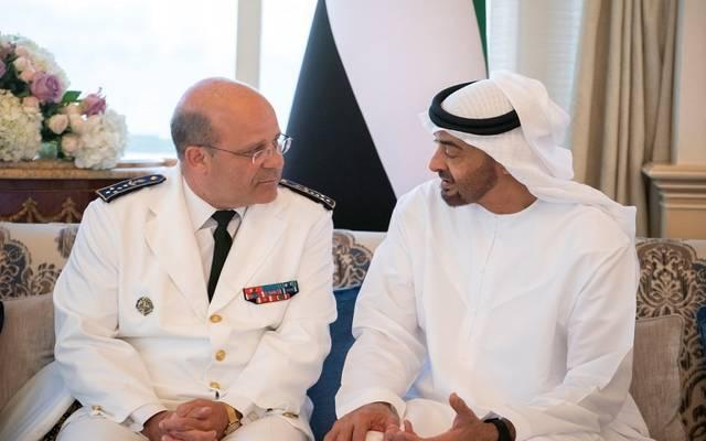 ولي عهد أبوظبي خلال لقاء قائد القوات البحرية الفرنسية