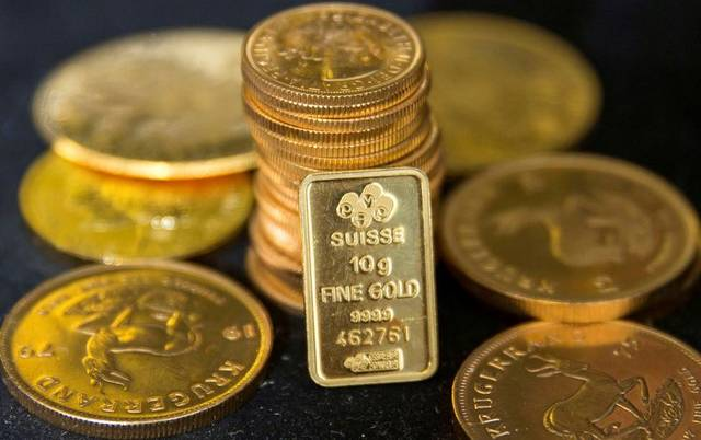 Gold retreats from 6-yr peak amid dovish Fed, ME tensions